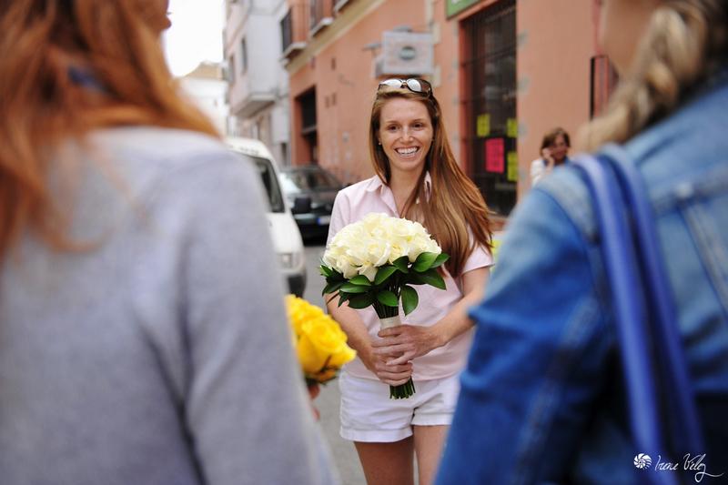 Ramo-novia-plaza-sanlucar-barrameda-fotografo-bodas-cadiz